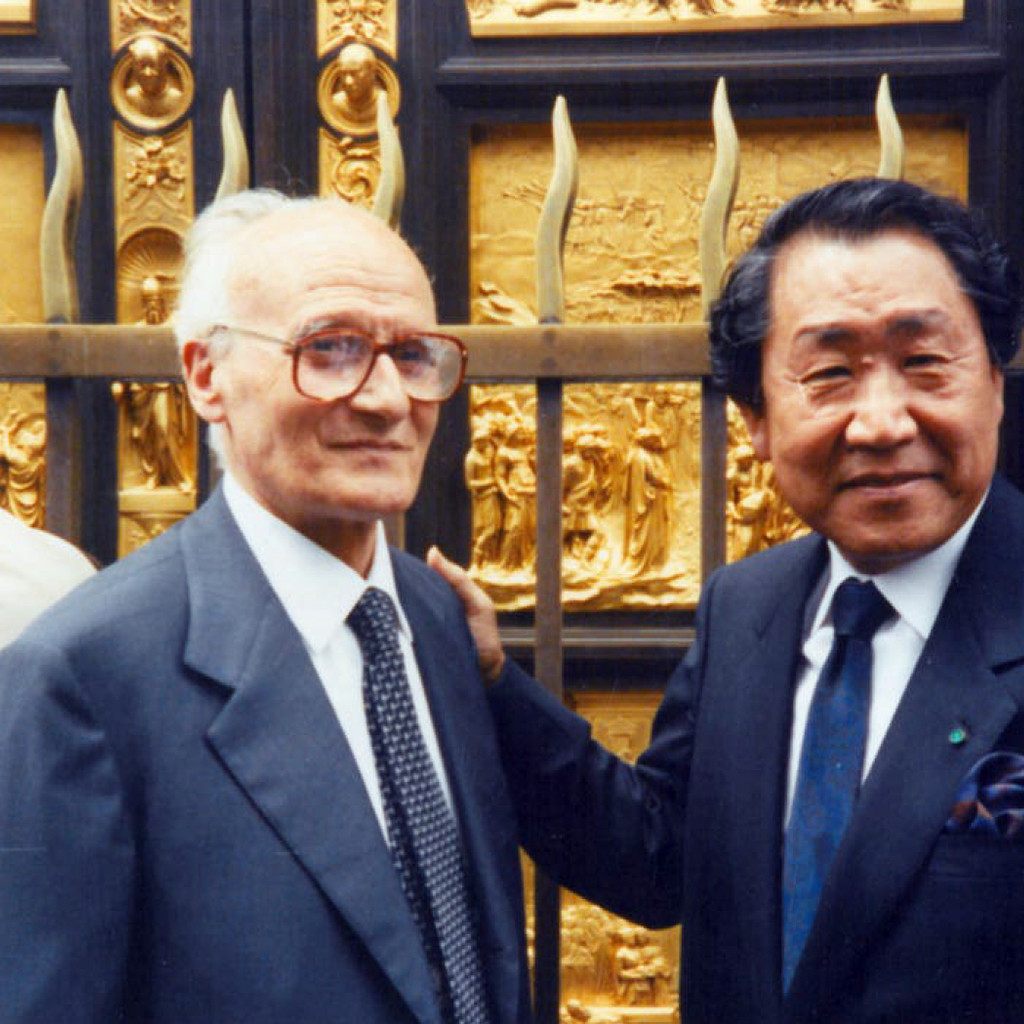Mr. Motoyama and Mr. Aldo Marinelli in front of the Gates of Paradise during the inauguration occurred in May 1990
